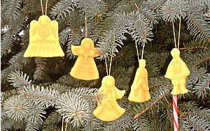 5 beeswax ornaments
